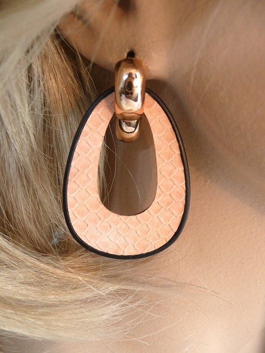Peach/nude Ecoleather creoolhangers